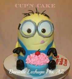 Yup, another Despicable me Minion cake