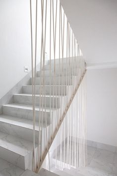 CO2-Workshop - Haus RO.N-C3.550, Mexiko (2015) Staircase Interior Design, Staircase Railing Design, Modern Stair Railing, Home Stairs Design, Modern Stairs, House Design, Loft Stairs, House Stairs, Fireplace Design