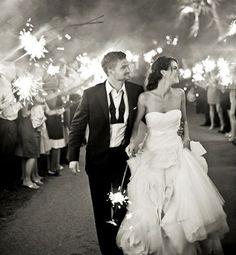 花火でふたりをお祝い!花火を使った素敵なウェディングフォト♡にて紹介している画像