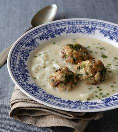 Květáková polévka s tyrolskými knedlíčky Cheeseburger Chowder, Risotto, Food And Drink, Cooking, Ethnic Recipes, Soups, Kitchens, Kitchen, Cuisine