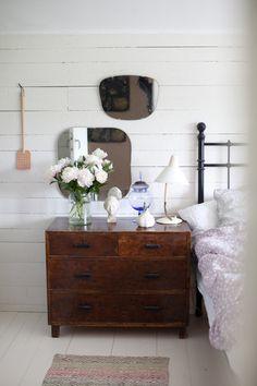 yöpöytä,makuuhuone,kirppissisustus,kirpputorilöytö