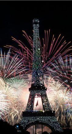Soon time for fireworks.how about in Paris this year ? Eiffel Tower Fireworks, Paris, France -- by Vincent Le Gallic Paris 3, I Love Paris, Paris City, Montmartre Paris, Torre Eiffel Paris, Paris Eiffel Tower, Eiffel Towers, Belle France, Paris Wallpaper