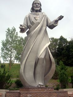 Giant Jesus and Mary Statues - Sioux City, IA