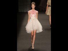 Fashion week : le défilé Monique L'huillier prêt-à-porter automne-hiver 2014-2015