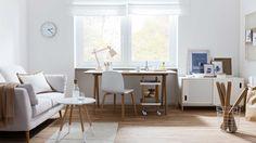 Der Skandi-Stil mit viel Weiß und hellem Holz befreit das Home Office endlich aus seinem Schattendasein! Dazu ein paar Gute-Laune-Accessoires und es lässt sich gleich produktiver und kreativer arbeiten. Unser Tipp: Ein cooler Servierwagen unter oder neben dem Schreibtisch ist eine tolle Alternative zum sachlichen Rollcontainer  – und sieht viel stylischer aus!