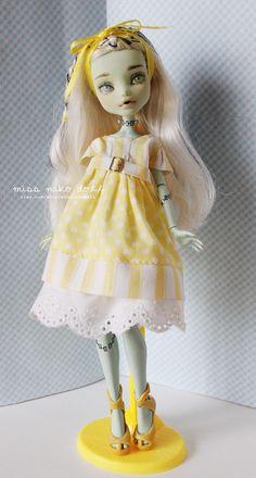 Monster High Doll Frankie Custom repaint OOAK by MissNakoDoll