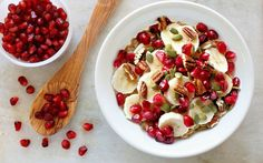 Frühstücks-Chia-Bowl mit Granatapfel