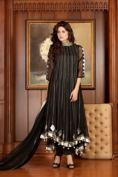 The main motive of EStyleOut team is, to provide the best and the latest pakistani party wear dresses designs of every kind of wear. Pakistani Frocks, Pakistani Party Wear Dresses, Designer Party Wear Dresses, Indian Gowns Dresses, Kurti Designs Party Wear, Pakistani Dress Design, Indian Designer Outfits, Pakistani Outfits, Pakistani Couture