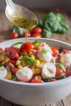 A delicious Summer recipe, An Easy Italian Tuna Corn Salad, fast and full of tomatoes, corn, and all fresh ingredients. A Summer favorite. Corn Recipes, Side Dish Recipes, Healthy Recipes, Healthy Lunches, Healthy Eating, Main Dish Salads, Corn Salads, Summer Corn Salad, Summer Salads