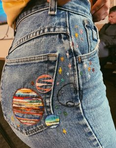 clothes embroidery * clothes embroidery ` clothes embroidery ideas ` clothes embroidery diy ` clothes embroidery t shirts Diy Jeans, Diy With Jeans, How To Rip Your Jeans, Diy Clothes Jeans, Jeans Refashion, Sewing Jeans, Jeans Denim, Cheap Clothes, Painted Jeans