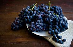 Отглеждането на грозде е най-голямата хранителна индустрия в света, тъй като има повече от 60 вида и 8000 сорта грозде. Всички те могат да бъдат използвани, за да се направи сок и вино. Двата основни вида грозде в света са американски и европейски. Американските сортове са на разположение през септември и октомври всяка година, докато европейското грозде се отглежда целогодишно. Blueberry, Fruit, Food, Berry, Eten, Meals, Blueberries, Diet