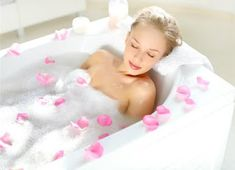 No time for the spa? Do a mini-facial Bath Bomb Sets, Bath Bomb Molds, Mini Facial, Suitcase Packing, Rose Essential Oil, Handmade Cosmetics, Best Bath, Relaxing Bath, Home Spa