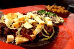 Calabresa e queijo Cobb Salad, Beef, Food, Street Food, Peruvian Cuisine, Cooker, Gastronomia, Ideas, November Born