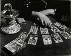 Les mains de la cartomancienne © BRASSAI - RMN / Michèle Bellot