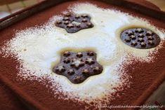 Torta fredda senza cottura: Tiramisu con biscotti al cioccolato Pan di Stelle. Buonissimo e goloso! Ingredienti per 6 persone:  Biscotti Pan di Stelle  250g di mascarpone 200ml di panna  60g di zucchero 50ml di rum (facoltativo) 2/3 tazzine di caffè (non zuccherato) 4 uova cacao amaro in polvere q.b. Pudding, Ethnic Recipes, Cacao Amaro, Desserts, 3, Blog, Mascarpone, Tailgate Desserts, Deserts