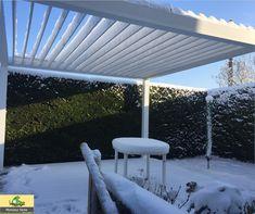 Pergola sur mesure contemporaine, ouverte sur le jardin, pour en profiter au gré des saisons !