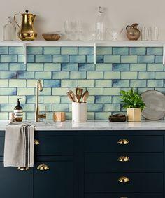 Painting Kitchen Tiles, Blue Kitchen Tiles, Kitchen Decor, Kitchen Counters, Colourful Kitchen Tiles, Small Kitchen Backsplash, Green Tile Backsplash, Blue Green Kitchen, Green Tiles