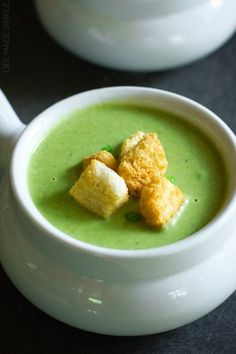 This fresh and vibrant spring pea soup with leeks and lentils is flavorful and easy to make. It's perfect for a week night dinner or for a special occasion! Soup Recipes, Dinner Recipes, Healthy Recipes, Food N, Food And Drink, French Green Lentils, Hungarian Recipes, Hungarian Food, Pea Soup