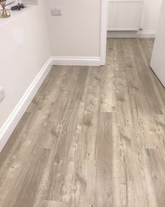 Amtico sun bleached oak Amtico Flooring Kitchen, Best Flooring For Kitchen, Karndean Flooring, Hallway Flooring, Oak Laminate Flooring, Living Room Flooring, Bedroom Flooring, Plank Flooring, Vinyl Flooring