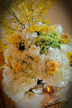 Gorgeous flowers and colors combination for a wedding floral arrangements.