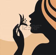 Silhueta da mulher jovem com uma flor na mão photo