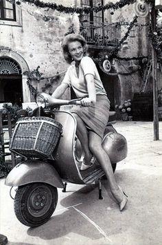 Ladies With Motors, Angie Dickinson on a Vespa Piaggio Vespa, Lambretta Scooter, Scooter Motorcycle, Vespa Scooters, Vespa Vbb, Scooter Girl, Vespa Girl, Retro Scooter, Vintage Vespa
