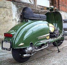 Lambretta Scooter, Italian Beauty, Scooters, Vintage Art, Motorcycles, Wheels, Icons, Classy, Sweet