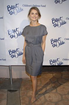simple style of the dress    Keri Russell
