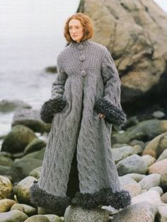 """Grey Stones, White Sea Trading and Boat Rugs"" coat – design Margaretha Finseth// How beautiful is this? Knitwear Fashion, Knit Fashion, Look Fashion, Coat Patterns, Knitting Patterns, Norwegian Knitting Designs, Pull Bebe, Langer Mantel, Maxi Robes"