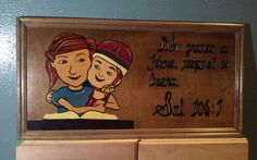 Salmos 106:1- Scripture Wood Art- Spanish Caleb Y Sofia, Wood Art, Toy Chest, Spanish, Handmade Gifts, Fictional Characters, Vintage, Etsy, Kid Craft Gifts