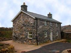 Hendy Farm Cottages. A warm welcome awaits you at Hendy, situated in the Snowdonia National Park. Enjoy Self Catering accommodation on a working farm with the privilege of its own halt on the Talyllyn Narrow Gauge Railway. You can book this, and many other places to stay on our website!