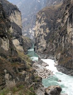 The Tiger Leaping Gorge trek near Lijiang in Yunnan, China  Top 10 Scenic Hiking Trails in The World   http://www.ecstasycoffee.com/top-10-scenic-hiking-trails-world/