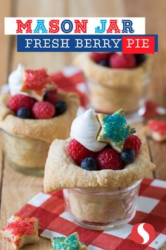 Mason Jar Fresh Berry Pies will taste like the real thing! This recipe is super flexible and perfect for Memorial Day. If the crust tears, don't panic! Just take an extra piece of dough and press over the tear. Make the recipe your own— add blackberries a Just Desserts, Delicious Desserts, Dessert Recipes, Yummy Food, Yummy Recipes, Dessert Ideas, Cheesecakes, Yummy Treats, Sweet Treats
