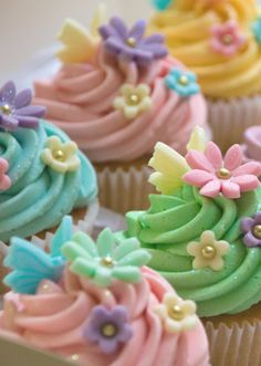 Spring cupcakes for a cheerful wedding!