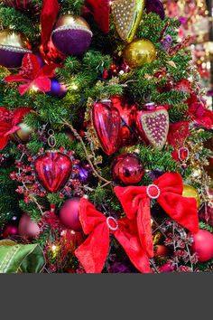 Old World Christmas, Christmas 2019, Christmas Wreaths, Merry Christmas, Red Color Pallets, Ornament Wreath, Winter Trends, Red Velvet, 4th Of July