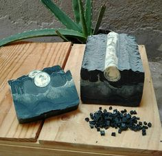 night under the moon landscape filling made with SOAP. The ingredients are oil olive and charcoal active, Diy Savon, Savon Soap, Soap Making Recipes, Homemade Soap Recipes, Handmade Cosmetics, Handmade Soaps, Beauty Soap, Body Soap, Soap Packaging