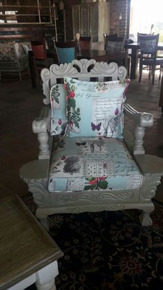 Love it:-) Sofa Makeover, Furniture Makeover, Recycled Furniture, Painted Furniture, Outdoor Sofa Sets, Eclectic Furniture, Lounge Suites, Flat Ideas, Shabby Chic Style