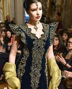Arab Fashion, High Fashion, Womens Fashion, Traditional Looks, Traditional Outfits, Velvet Dress Designs, Spanish Fashion, Pakistan Fashion, I Dress
