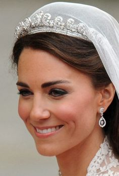 Cartier Halo Tiara - The tiara, worn by Kate Middleton the day of the Royal Wedding, was lent to her by the Queen. Made in the tiara originally belonged to the Queen Mother, who then passed it down to Queen Elizabeth on her birthday. Princesa Kate Middleton, Kate Middleton Stil, Kate Middleton Wedding Tiara, Middleton Family, Kate Middleton Makeup, Royal Wedding Gowns, Wedding Tiaras, Royal Weddings, Wedding Veils