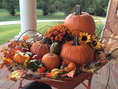 60 Fall Porch decorating ideas to bring in the gorgeous colors of autumn at your. - Fall decor ideas for the porch - Thanksgiving Decorations Outdoor, Cute Halloween Decorations, Rustic Halloween, Fall Halloween, Farmhouse Halloween, Church Decorations, Halloween Porch, Halloween Ideas, Autumn Decorating