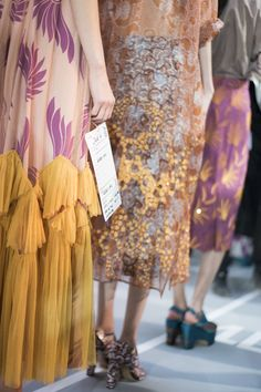 Dries Van Noten Spring 2016 Ready-to-Wear Fashion Show Beauty Colours Couture Fashion, Runway Fashion, Spring Fashion, High Fashion, Fashion Show, Fashion Trends, Classic Fashion, Paris Fashion, Fashion Beauty