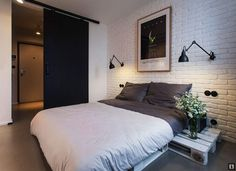 desire to inspire - desiretoinspire.net - The pallet apartment - pallets and white brick with black reading lights