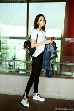 Dili Reba off to Milan for fashion week Asian Fashion, Girl Fashion, Fashion Outfits, Stylish Outfits, Cute Outfits, Girl Korea, Beautiful Chinese Girl, Chinese Actress, Airport Style