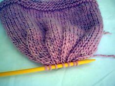Crochet Baby Bonnet, Knit Or Crochet, Crochet Doilies, Crochet Hats, Knitting Machine Patterns, Knitting Patterns, Knitting For Kids, Baby Knitting, Baby Hut