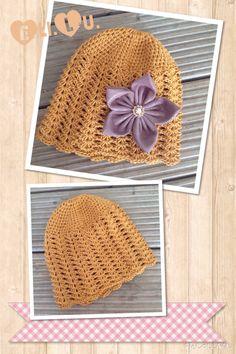 Mütze in Senf mit Stoffblüte