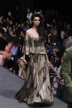 Manish Malhotra at Lakmé Fashion Week Winter/Festive 2015 | Vogue India | Section :- Fashion | Subsection :- Fashion Shows | Author : - Vogue.in | Embeds : - slideshow-thumbnail | Covers : - no-cover | Publish Date:- 08-28-2015 | Type:- Article