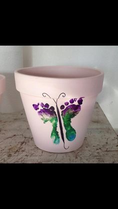Kids footprint painting ideas/ perfect for mother's day/ DIY gifts / flower pot/kids crafts Homemade Mothers Day Gifts, Mothers Day Crafts, Homemade Gifts, Mother Day Gifts, Mothers Day Flower Pot, Great Grandma Gifts, Grandmother Gifts, Gifts For Nana, Happy Mothers Day Sister