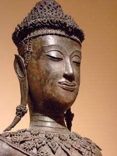 Adorned Buddha Thailand Ayuthya period 17th-18th century Bronze (1)