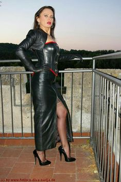 To be dominated by a woman in leather is an amazing thing! To be fucked by a woman in leather with a strap-on is sensational! Long Leather Skirt, Leather Bustier, Leather Dresses, Leather Gloves, Leather Skirts, Black Leather, Leather Jacket, Crazy Outfits, Sexy Outfits