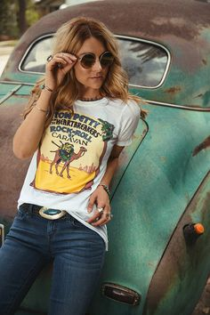 Graphic tee, embellished belt, hippy shades and great jeans. Yes.